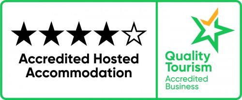 QTAB AccredHostAccomodation Horizontal Green+Yellow Pos CMYK_4.5star